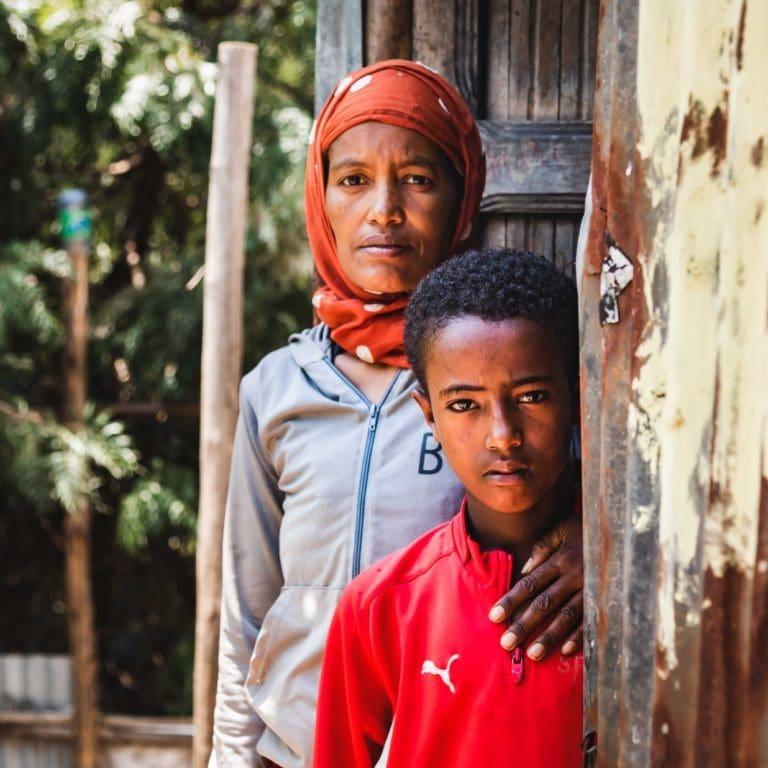 """alt=""""Äthiopien: Ein Zuhause für Sofia 01_Mutter und Sohn_Compassion Deutschland"""""""