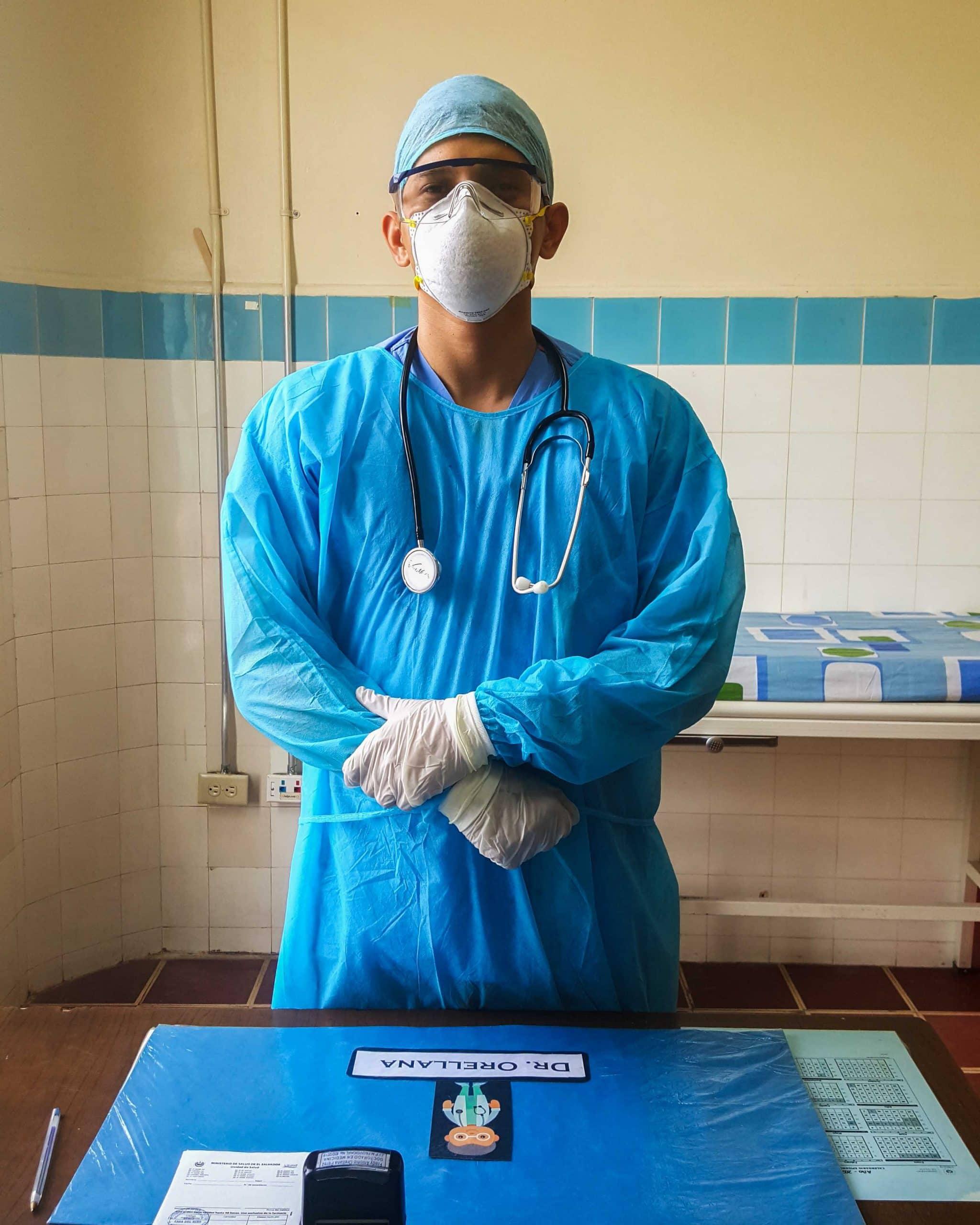 """alt=""""Junge Ärzte bei Stimmen der Krise: Dr. Fredy Orellana in El Salvador 01 Compassion Deutschland"""""""