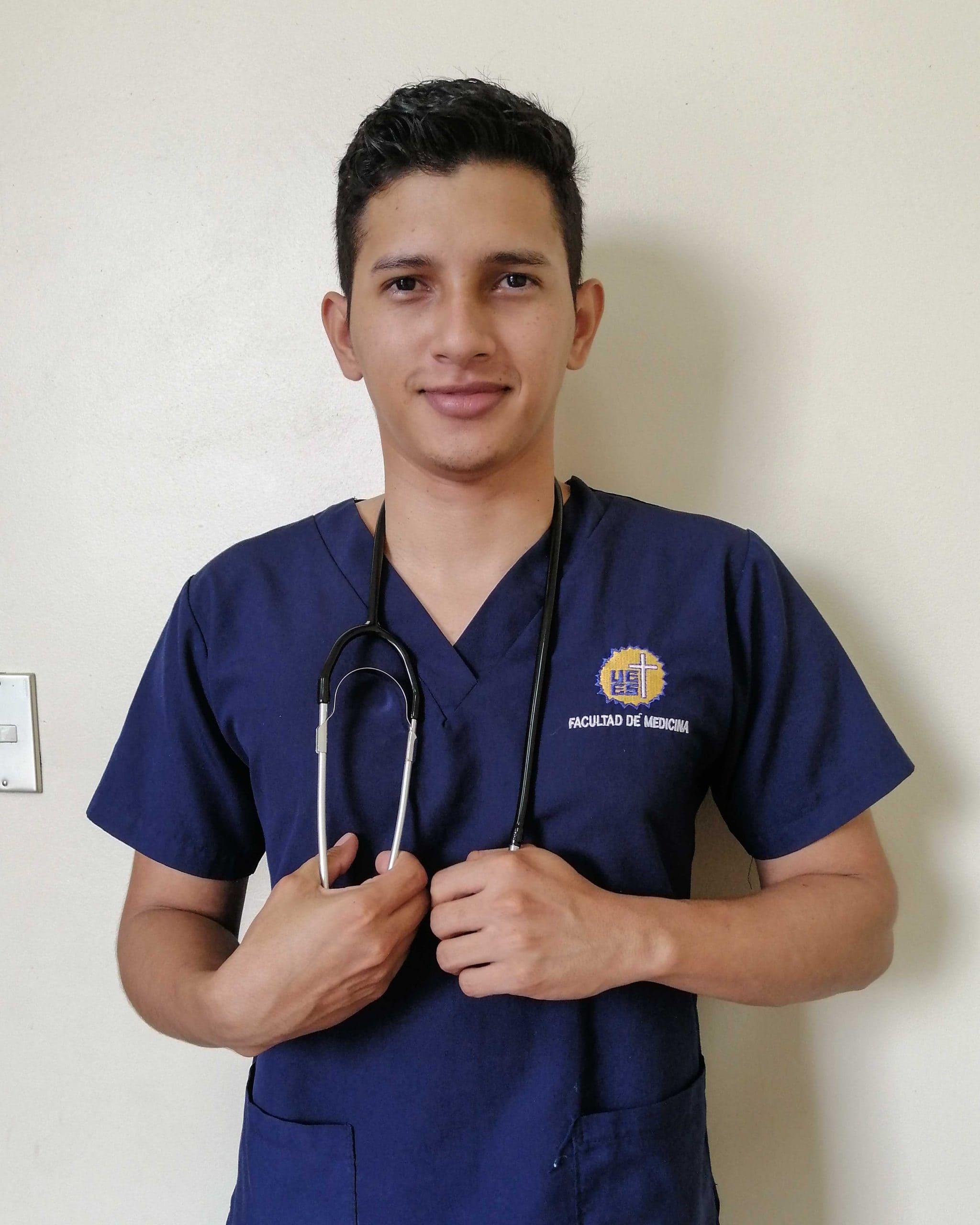 """alt=""""Junge Ärzte bei Stimmen der Krise: Dr. Fredy Orellana in El Salvador 03 Compassion Deutschland"""""""