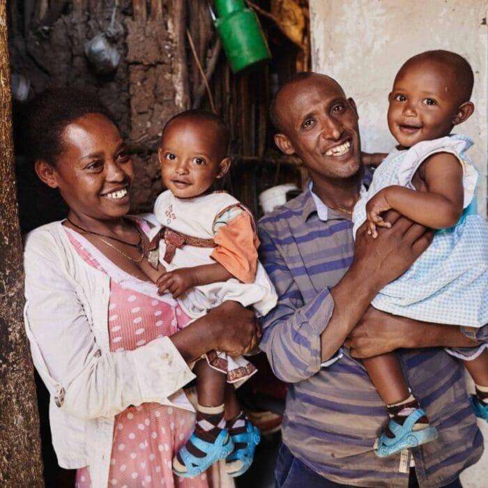 """alt=""""""""IHR BEKOMMT ZWILLINGE!"""" Äthiopische Familie Compassion Deutschland 01"""""""