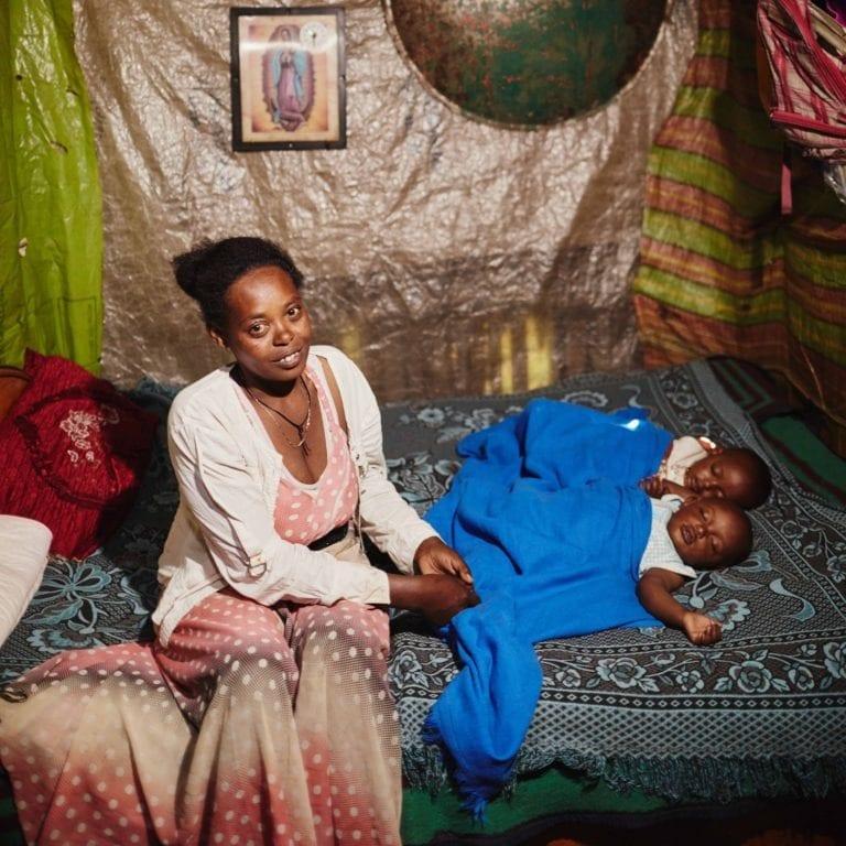 """alt=""""""""IHR BEKOMMT ZWILLINGE!"""" Äthiopische Familie Compassion Deutschland 03"""""""