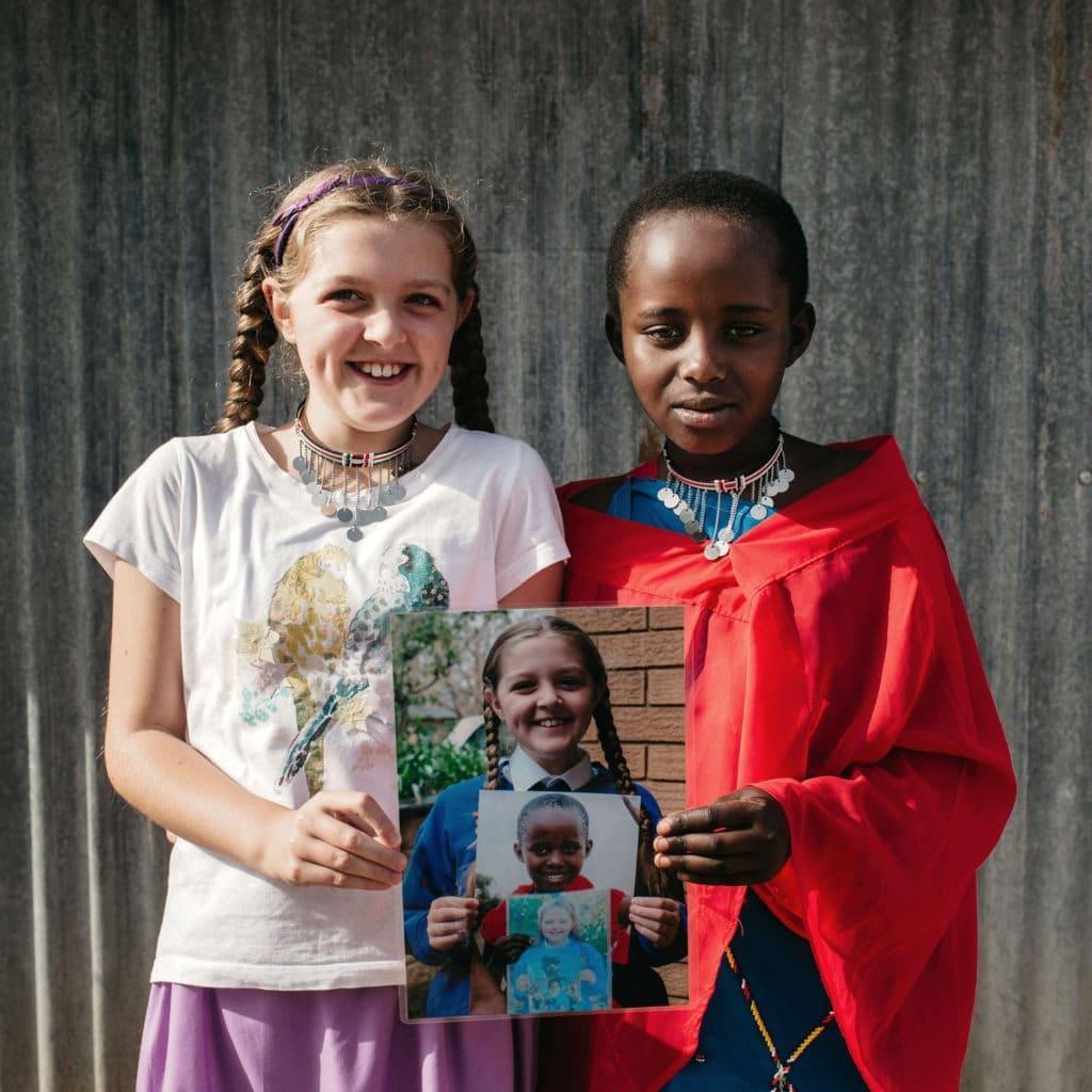 """alt=""""Sienna und Praise treffen sich in Kenia_Compassion_Deutschland"""""""
