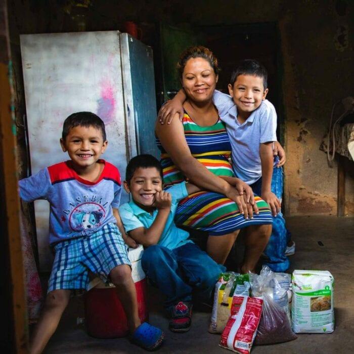 """alt=""""Eine Familie in Honduras_Compassion_Deutschland"""""""