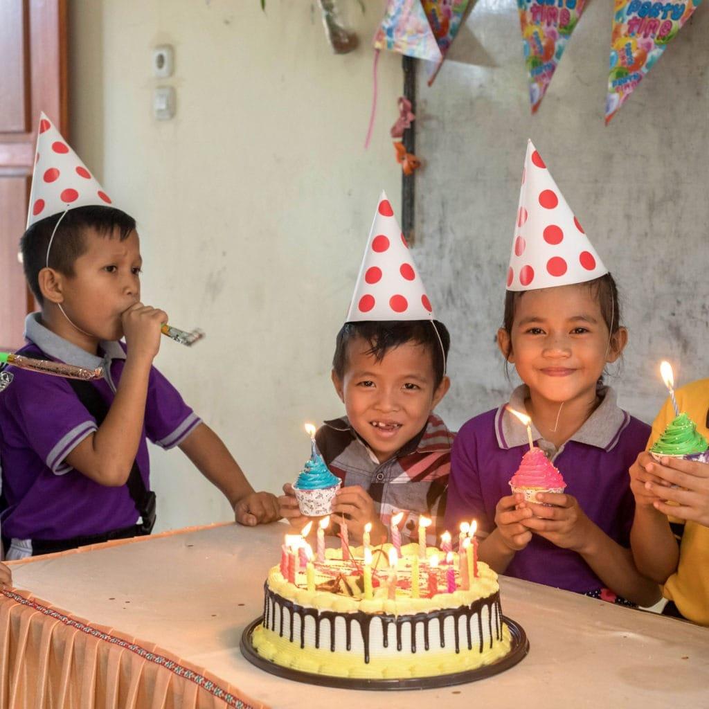 """alt=""""Eine (aller)erste Geburtstagsfeier in Indonesien-compassion-Deutschland"""""""
