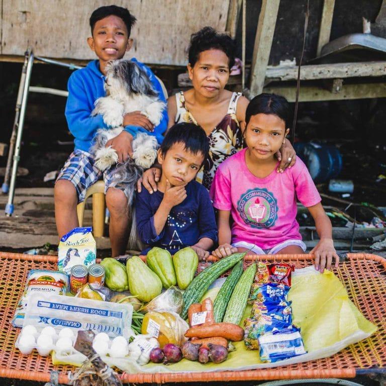 """alt=""""Eine Familie auf den Philippinen_Compassion_Deutschland"""""""