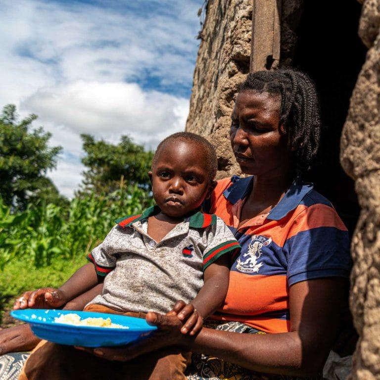 """alt=""""Mutter-mit-Kind-Hunger_Afrika_Compassion_Deutschland_03"""""""
