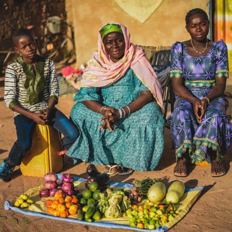 """alt=""""Eine Familie in Burkina Faso_Compassion_Deutschland"""""""