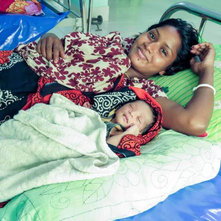 "alt=""Mom-and-Baby-in-Bangladesh_Compassion_Deutschland"""