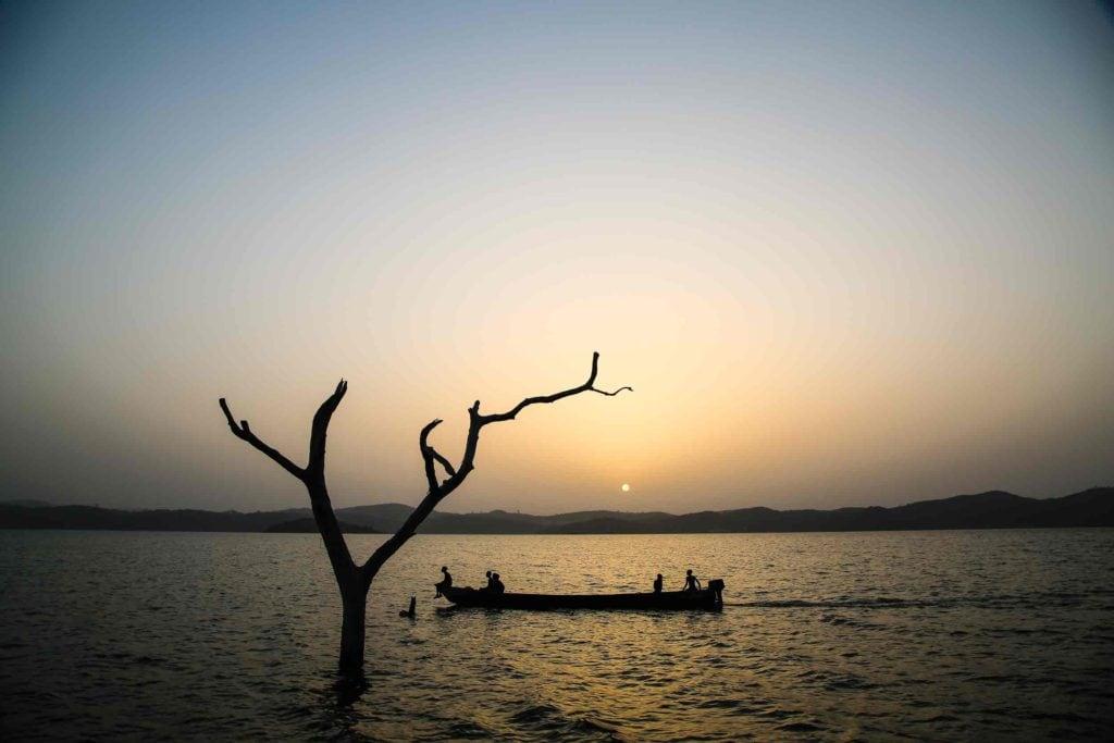 """alt=""""Kinder_auf_See_Fischen_Ghana_Afrika_New_Beitrag_Voltasee01"""""""