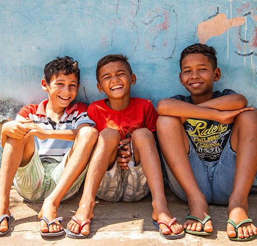"""alt=""""boys_smiling_unsere_lösung_Compassion_Deutschland"""""""