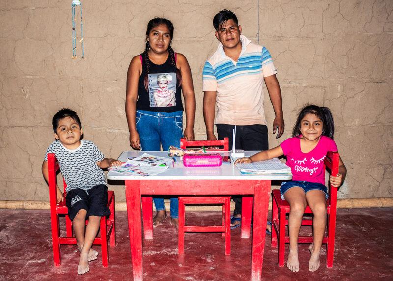 """alt=""""Bildung_in_Peru:_Internetzugang_für_ein_ganzes_Dorf_Romina_mit_ihrer_Familie"""""""