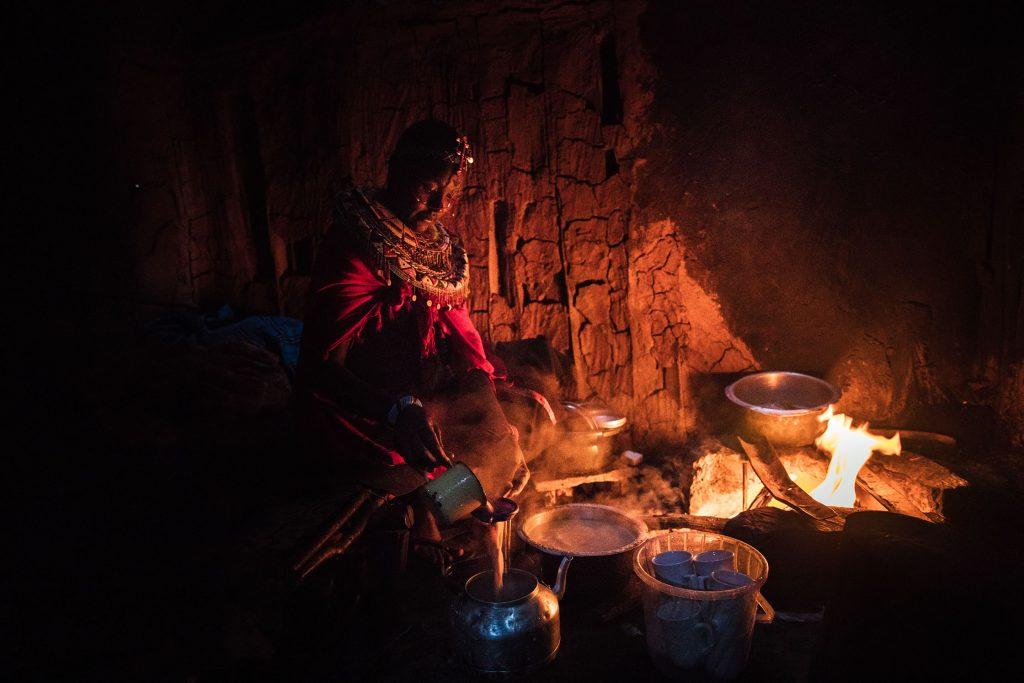 """alt=""""Kenia_Nabore_Mutter_Afrika_Massai_Hütte_Tee_Wasser_Feuer_Compassion_Deutschland"""""""